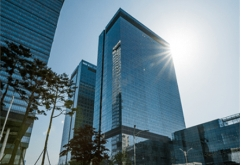 삼성전자가 연결기준으로 매출 66조원, 영업이익 12.3조원의 2020년 3분기 잠정 실적을 발표했다.    3분기 실적의 경우 전기 대비 매출은 24.6%, 영업이익은 50.92% 증가했고,전년 동기 대비 매출은 6.45%, 영업이...