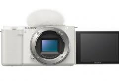 나만의 렌즈 구성이 가능한 렌즈 교환식 브이로그 카메라로 폭 넓은 창작의 자유 선사 APS-C 타입의 2,420만 화소 엑스모어(Exmor) CMOS 이미지 센서와 비온즈 X(BIONZ X) 이미지 프로세서로 아름다운 배경흐림(보케)...