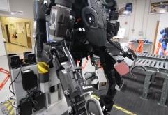 미국 Sarcos Robotics가 90kg의 짐을 4kg정도의 무게로 운반할 수 있는전동식 파워슈츠 Guardian XO을 2020년 1월부터 출하합니다.    Guardian XO는 중량 68kg의 파워드 슈츠에 2개의 착탈식 500Wh 배터리를 탑...