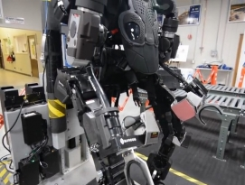 90kg 무게를 4kg로 들어올리는 파워슈츠 Guardian XO 개발 by 프로페셔널