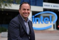 미국 인텔이 그 동안 공석이였던최고 경영 책임자(CEO) 직에임시 CEO 직을 맡고 있던Robert Swan이 공식 CEO로취임했다고 발표했다.    신임 CEO로 취임된Robert Swan은 2016년부터 인텔의 최고재무책임자(C...
