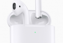 전 세계 무선 이어폰 시장을 사실상 지배하고 있는 애플이Hey! Siri에 대응하고 무선 충전 케이스가 새롭게 준비된 신형 에어팟(AirPods)을 발표했습니다.   신형 AirPods은 새로 개발된 H1 칩이 탑재되어 ...