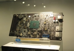 COMPUTEX TAIPEI 2018 하드웨어     LR-LINK 브랜드의 10Gigabit Ethernet 확장 카드.가격은 70달러로 매우 저렴     GALAX의 1슬롯 사양GeForce GTX 1070 KATANA.     Colorful의 PCI Express 카드형 메인보드 C....
