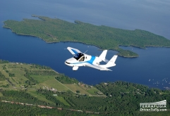 미국 Terrafugia 업체가 개발중인 하늘 나는 자동차가 2019년부터 시판된다.    하늘을 나는 자동차 Transition은 미국 연방 항공국 FAA과 미국 고속도로 안전국 NHTSA 양쪽 기준에 대응하여 안전 벨트...